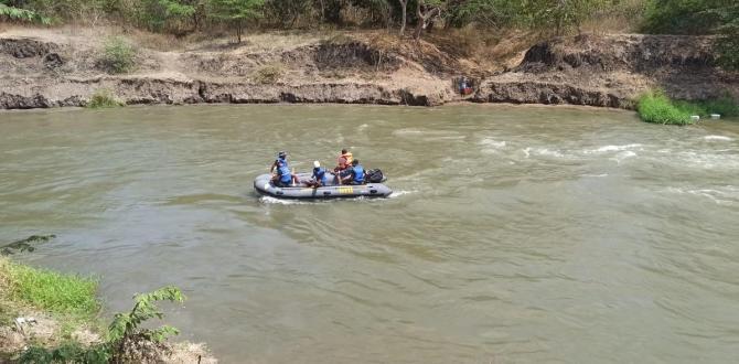 Policías del GIR realizan la búsqueda de las dos niñas.