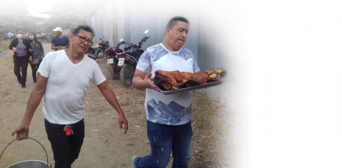 1. Familiares y amigos de la Gata repartieron platos de fritada entre los asistentes al funeral de la exreina