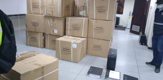 Entre las evidencias 96 cajas de cartón con 9.420 pruebas de COVID,