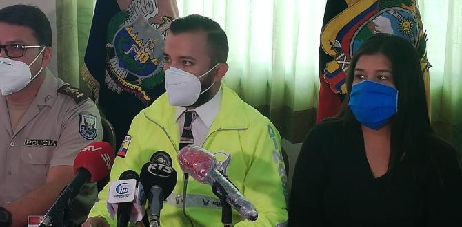 El capitán Andrés Valdiviezo, jefe de la Dinased de Santa Elena, dijo que el crimen presuntamente se debió a un hecho sentimental.