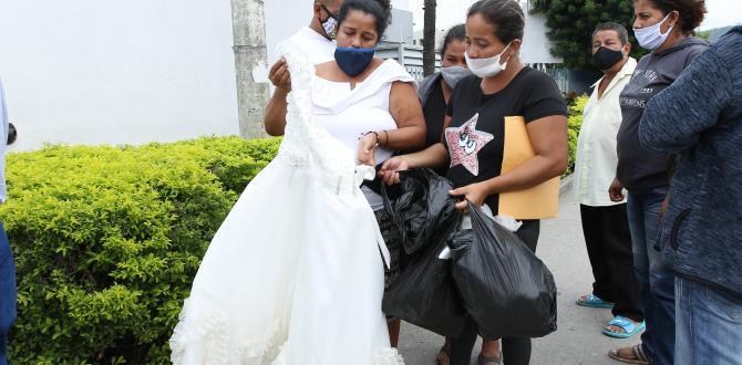 Familiares de los fallecidos compraron la ropa con la que fueron sepultados.
