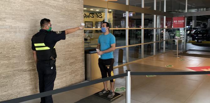 En el CityMall se toma la temperatura a la entrada del centro comercial.