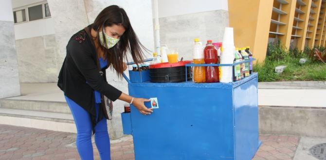 Fieles con estampita de Extra en Santa Elena