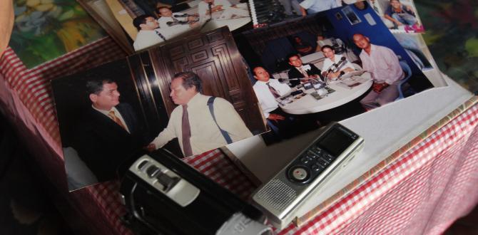 La filmadora, la grabadora y las fotos de su amado las guarda como un tesoro.