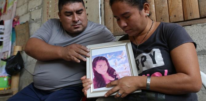 Pablo Vargas y Mayra Parrales no pueden contener las lágrimas al hablar de Noelia, la mayor de sus cuatro hijos.