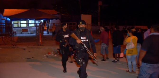 Policías del Grupo de Operaciones Especiales (GOE) llegaron a la cárcel para controlar la situación.