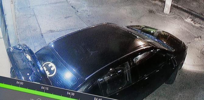 En este vehículo habrían llegado los delincuentes, lo paquearon frente al negocio perjudicado.