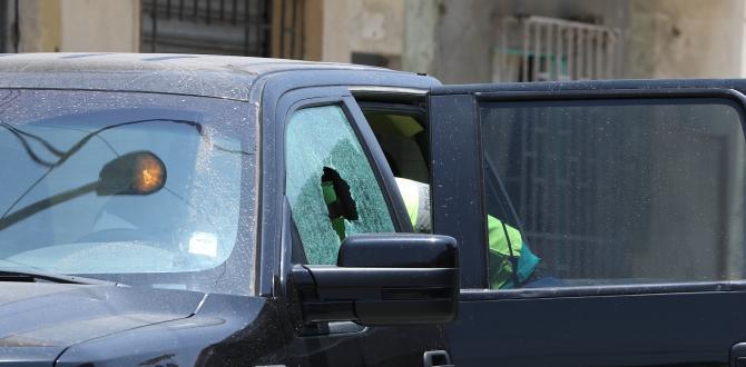 En esta camioneta Ford 150 viajaba Christian Regalado. Los disparos fueron del lado del copiloto.