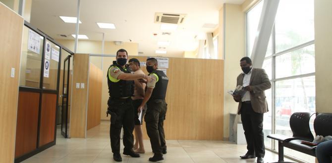 El hombre admitió haber golpeado a la mujer. La mujer lo detuvo.