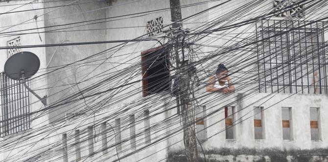 Moradores se quejan del  cableado del sector.