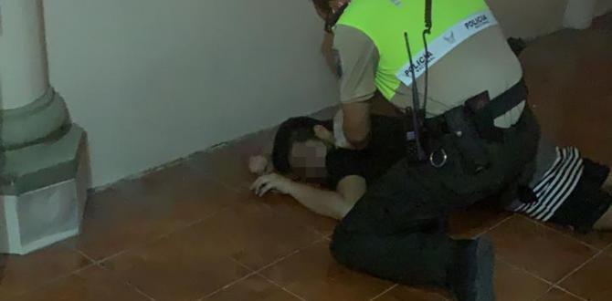 La víctima cayó desde un segundo piso alto.