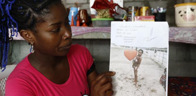 Amalia Orobio aún conserva los volantes que repartió cuando buscaba a su hija.