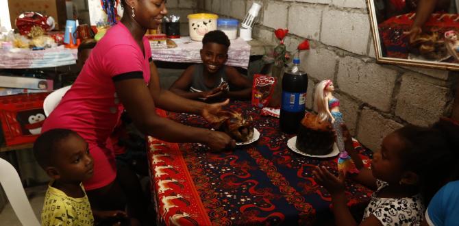 Amalia sirvió los alimentos. Sus hijos estaban felices.