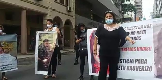 Katty Muñoz, la mamá de Lisbeth ha encabezado las protestas.
