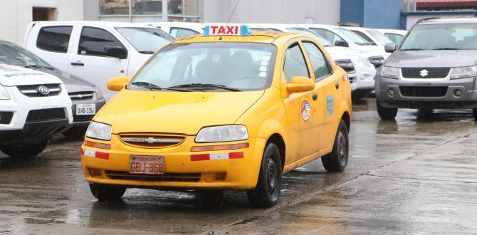 En este vehículo, legalmente autorizado para funcionar como taxi, operaban los sujetos.