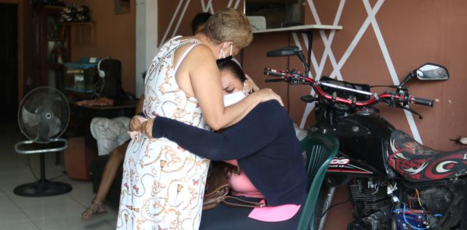 Familiares de Carlos Alfredo Martínez lloran su deceso.