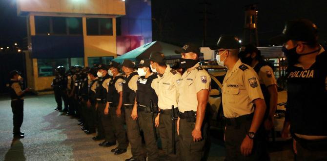 Policías y Militares controlan la situación en el centro penitenciario.