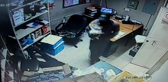 Los sospechosos fueron captados por la cámaras de seguridad del negocio.