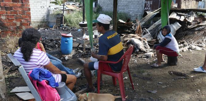 Varios de los afectados pasaron la madrugada afuera de lo que hasta horas antes fue su hogar.