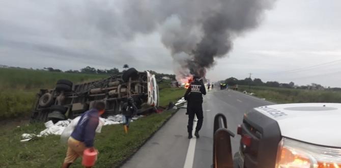 Al lugar llegaron agentes de la Comisiój de Tránsito del Ecuador y Cuerpo de Bomberos.