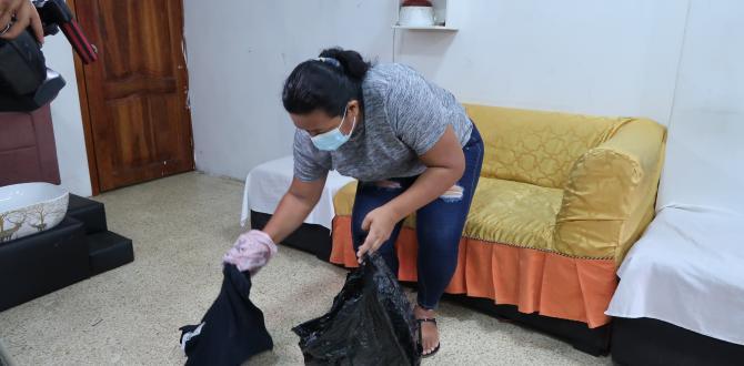 Ana muestra la camisa, la gorra y mascarilla que dejó botada el delincuente.
