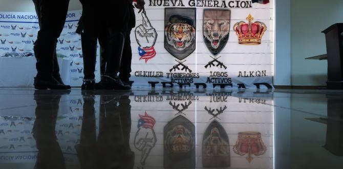 Esta pancarta con leyenda de grupos delincuenciales se encontró en el domicilio de los detenidos.