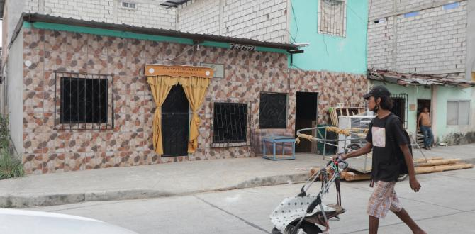 George Roberto Ronquillo Villacreses fue asesinado en el exterior de su domicilio cuando merendaba.