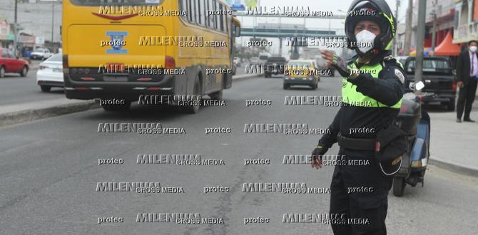 El agente de la CTE Byron Munizaga auxilio al taxista informal y lo llevó hasta una casa de salud de Durán.