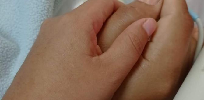 Andrea Velasco toma la mano de su esposo para darle fuera y pedirle que luche por su vida.