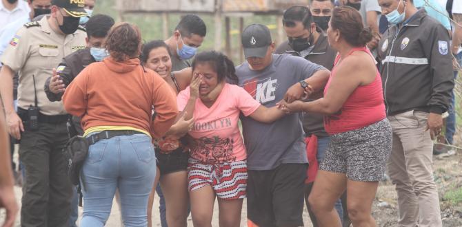 Familiares de las víctimas lloran la muerte de sus seres queridos.