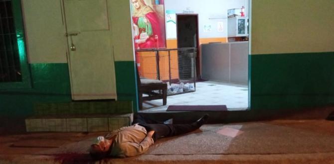 El cuerpo de Gonzalo Romero Vera quedó sobre la vereda, junto a la puerta de ingreso de su trabajo.
