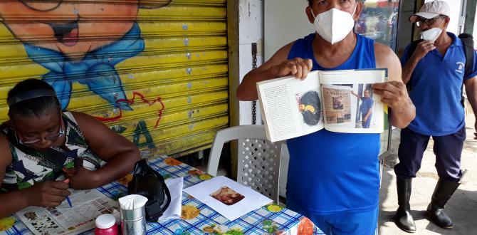 Karate Loor con su libro