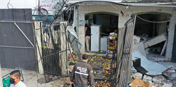 Segundos antes de la explosión un adolescente pasó frente a la casa, pero se salvó.