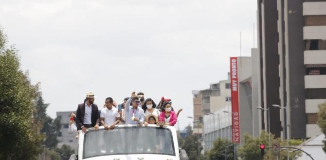 Carapaz al momento de ser recibido por sus fanáticos en Quito.