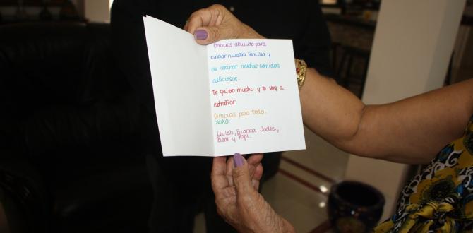 Doña Inés guarda uno de los tantos detalles de su nieta, la famosa Leylah.
