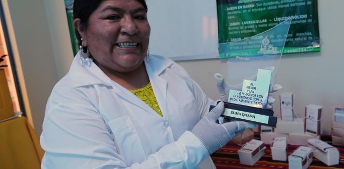 Cutipa también elabora jabones cosméticos con productos de la Amazonía boliviana