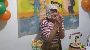 Anciano cumplió 92 años y se vistió de su personaje favorito: El Chavo del 8.