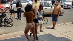 Pelea de prostitutas en la calle 17