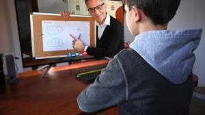Las clases virtuales tienen sus ventajas y desventajas. Todo depende de la actitud y dedicación del estudiantes.