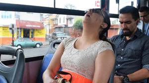 Con el coronavirus diambulando en Guayaquil, no vale quedarse dormido en el bus.