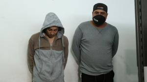 Estos dos individuos habrían  participado en la agresión al policía.