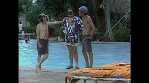 Roberto Gómez Bolaños, Édgar Vivar y Ramón Valdéz interpretaban una escena de 'El Chavo del 8' en Acapulco.