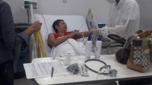 La señora se encuentra en un hospital. Tenía presión elevada y no dejaba de llorar.