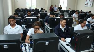 ESTUDIANTES SECUNDARIOS RINDEN PRUEBA SER BACHILLER, EN GUAYAQUIL