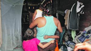 padres y padrastros de El Triunfo, Guayas, son sospechosos de violar y embarazar a sus hijas. Según el fiscal César Peña, en una semana llega a recibir cinco denuncias por abuso sexual a menores de edad en este cantón.