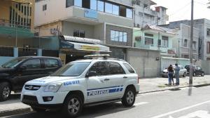 El negocio afectado está ubicado en las calles Pedro Pablo Gómez entre Tungurahua y Lizardo García. LA Policía legó al lugar.
