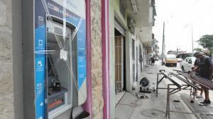 El robo del cajero automático ocurrió la madrugada del domingo.