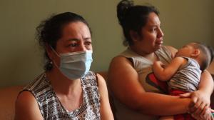 La mamá de la fallecida, Janina Guerrero, y su hermana, Madeleyne Jiménez, no pudieron contener las lágrimas al hablar de la tragedia.