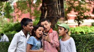 El celular quedó incautado para investigaciones, pero los niños no pueden recibir sus clases.