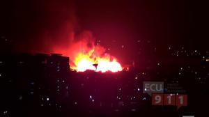 El sistema de vigilancia ECU911 muestra imágenes del incendio.
